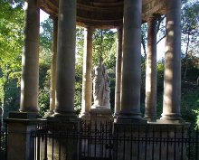 Edinburgh, St Bernard's Well © Jennifer Romero